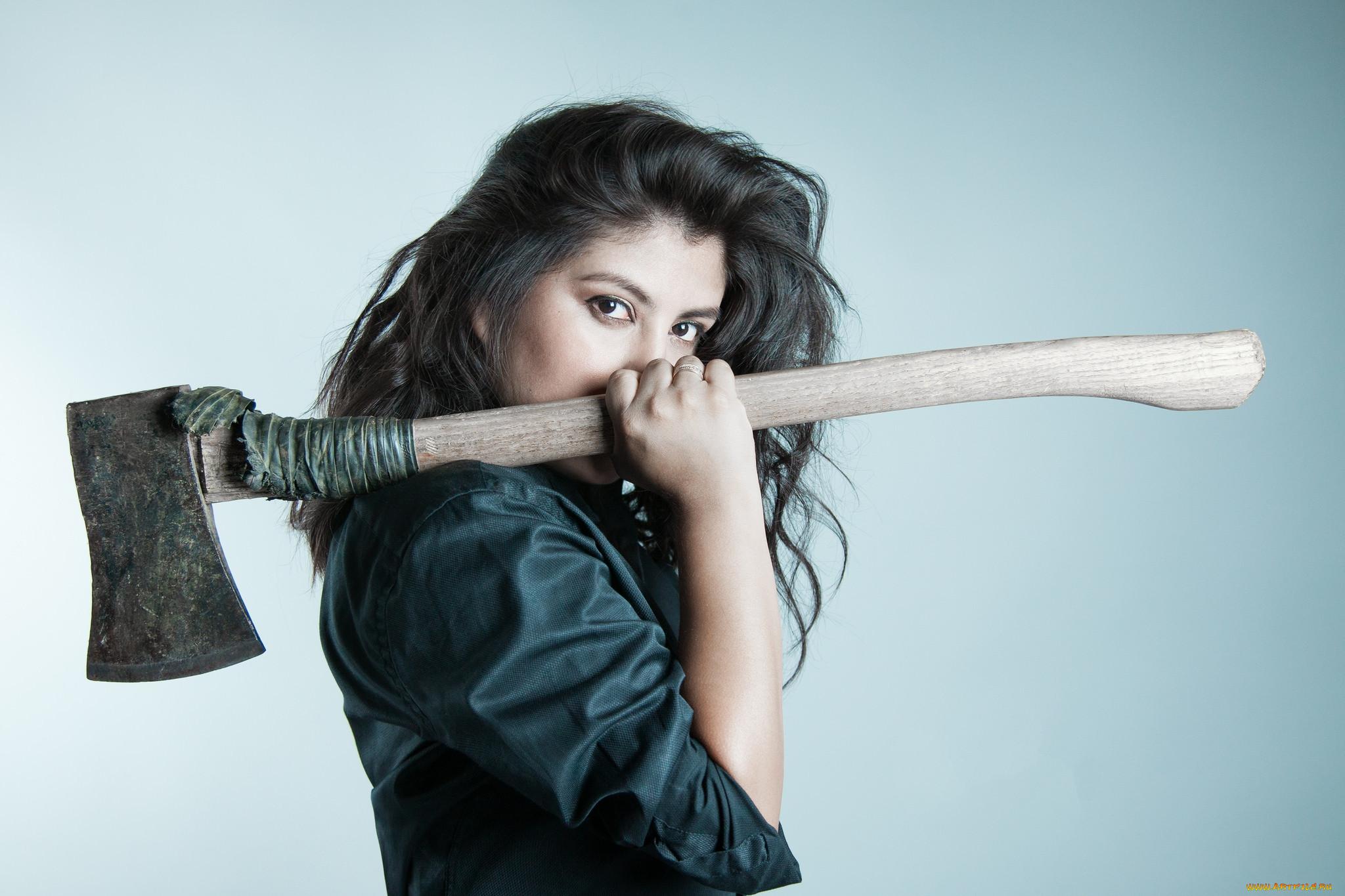 Девушка с ножом картинка